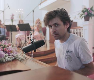 "Alex Izenberg shares new video for ""Grace"""